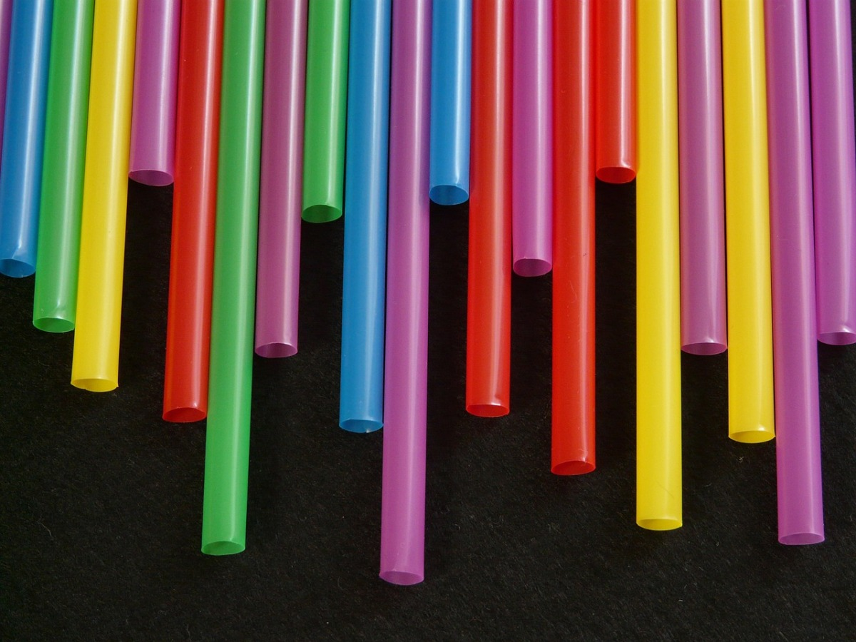 Environmentalists want to jail waiters for offering straws
